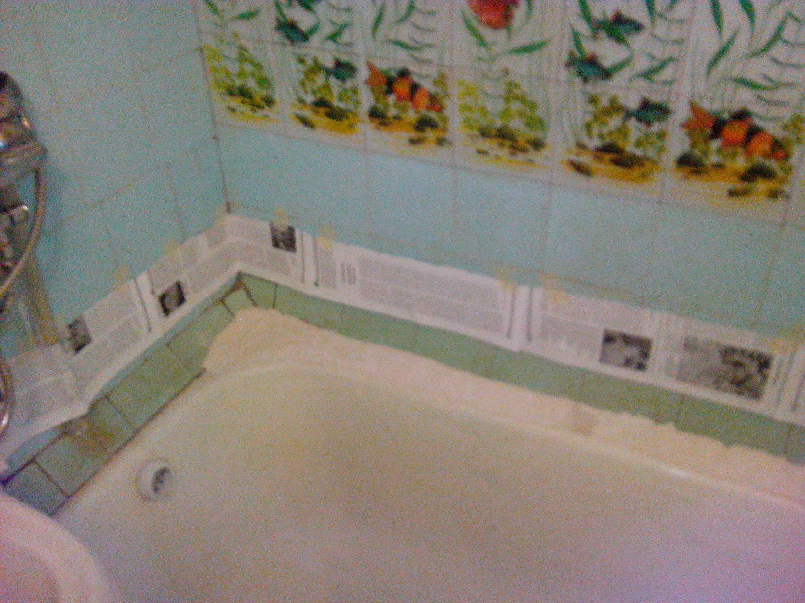 Как заделать стык между ванной и стеной: монтажный инструктаж 53