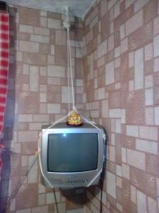 повесить телевизор на кухне
